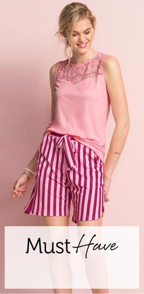9bbb4251 Perfekt kombinasjon – enkel blondetopp & trendy stripeshorts