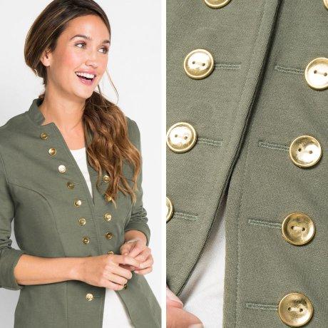 ac783f89 Mest typisk innen militærstilen er uniformsinspirerte jakker og frakker.  Værbestandige parkaser fåes også, så vel som sporty vatterte jakker eller  ...